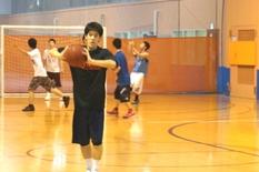 社会人を経て、入学。バスケのプロを追いかけるアツい夢!