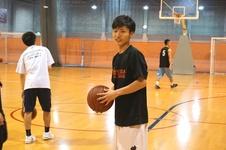 将来は中学生の教師。高校転校をしてバスケットボールカレッジへ。
