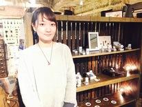 2015年3月卒業の高橋さん、6か月後には立派な個展をオープン