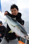 【在校生紹介】海のことは任せろ!87センチのブリを釣る徳田くん!