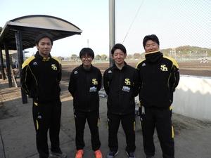 5(左から)高橋トレーナー、池田さん、新福くん、.JPG