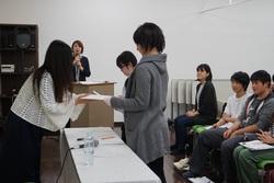 岡村明美さんサインお渡し.jpg
