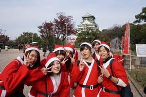 サンタまみれになる、サンタラン!天守閣サンタとサンタラン子はヒューマンの学生です!
